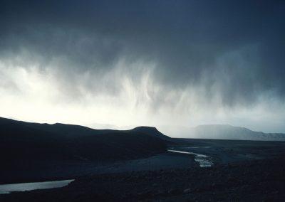 en amont de l'oubli Arrivée de la pluie - Sud Maroc, 1982
