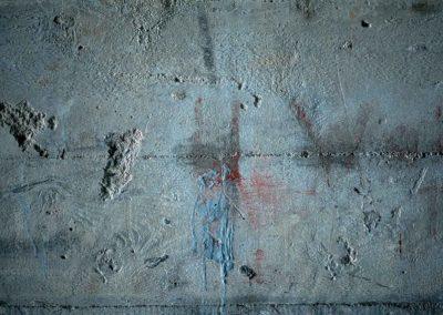 Mur bleu aux fantômes